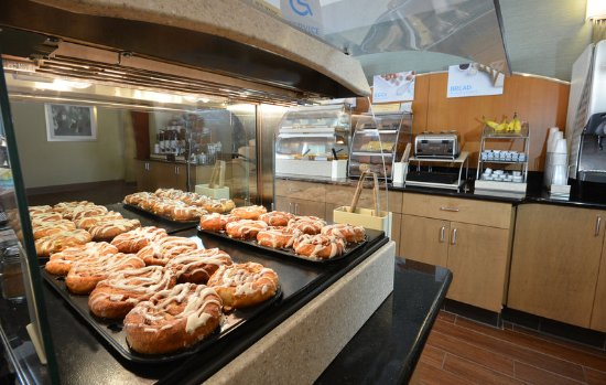 Archdale, NC: Our high point hotel offers hot, fresh cinnamon buns!