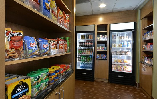 Archdale, NC: Snacks and quick meals are in our hotel's 24 hour market.
