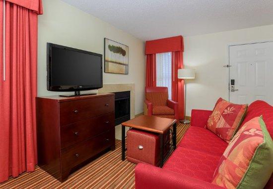 Richmond Heights, MO: Studio Suite - Living Area