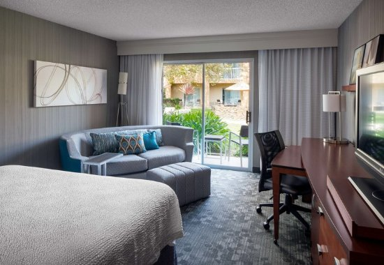 Foster City, CA: King Guest Room - Courtyard View