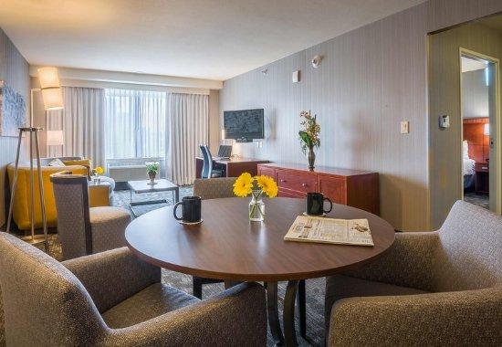 Culver City, Californie : King Suite Dining Area