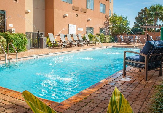 Courtyard by Marriott Pensacola Downtown: Outdoor Pool