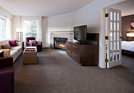 Kananaskis Country, Canada: John Palliser Hospitality Suite - Living Area