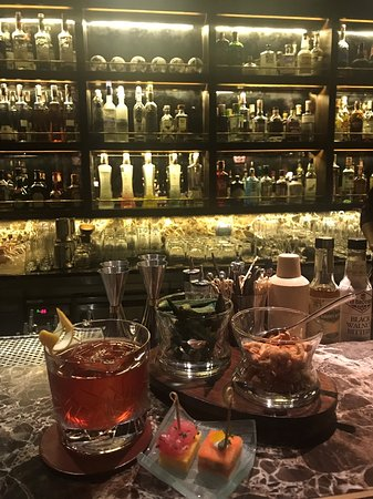 The Bamboo Bar: old fashioned