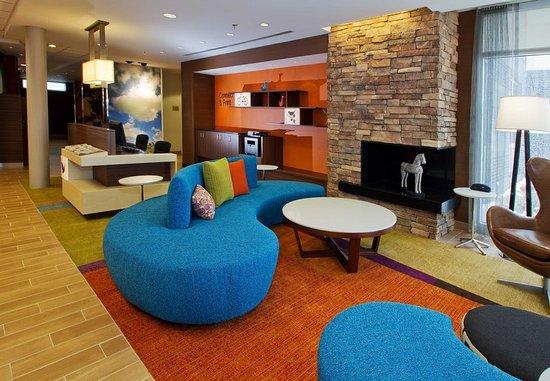 Wentzville, MO: Lobby Sitting Area