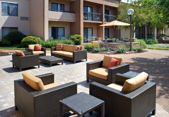 Creve Coeur, MO: Outdoor Terrace