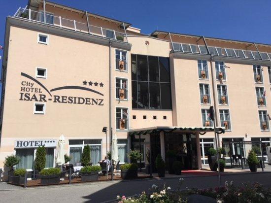City Hotel Isar-Residenz from street.