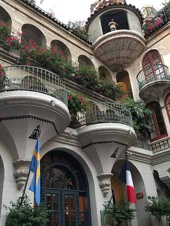 The Mission Inn Hotel and Spa: Spanish Patio