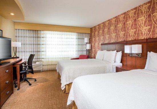 Peoria, IL: Queen/Queen Guest Room