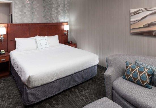 Suffolk, VA: King Guest Room