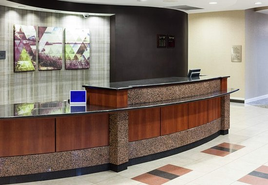 Suffolk, VA: Front Desk