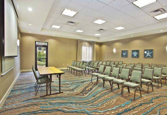 Courtyard Gulfport Beachfront: Bay Room