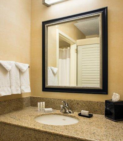 Pleasanton, Kalifornia: Guest Bathroom