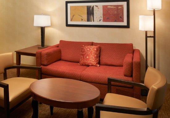 Miamisburg, OH: Suite Sitting Area