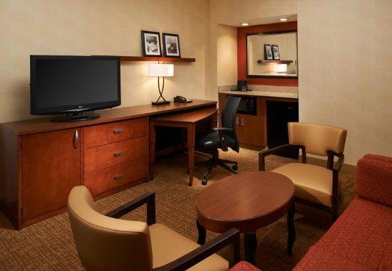Miamisburg, OH: Suite Living Area