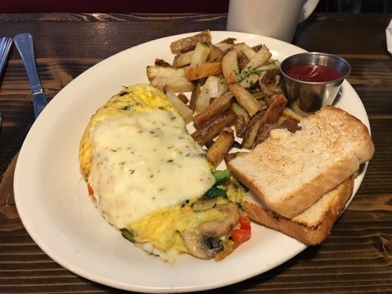 Lakewood, CA: Omelet with potatoes.