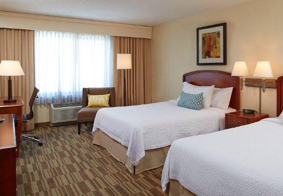 Englewood, CO: Queen/Queen Guest Room