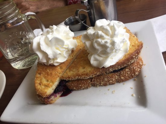 Chester, VT: Berry french toast special