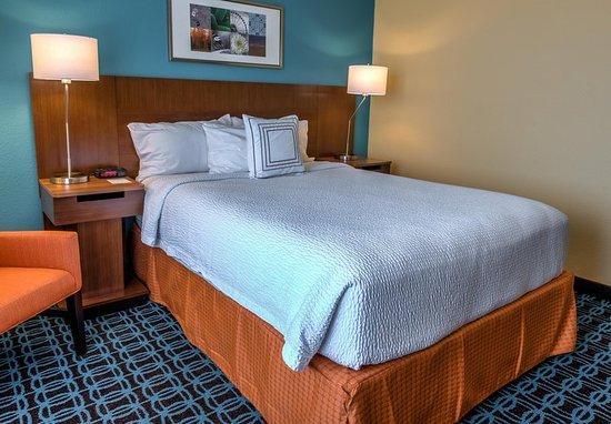 Saint Robert, MO: Queen Guest Room