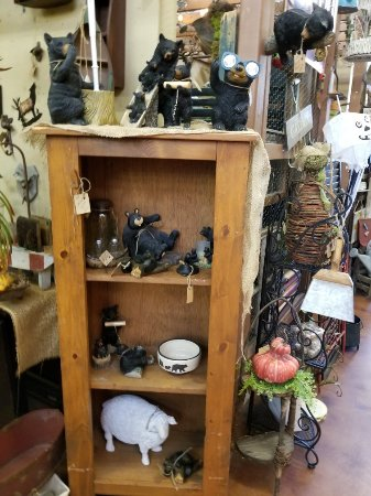 Ellijay, GA: Awesome shop! A to Z items in lots of categories