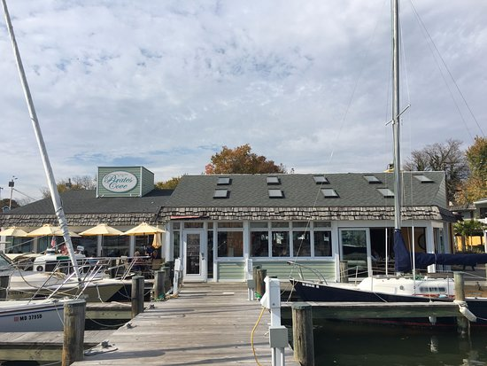 Galesville, MD: Back of the restaurant from the dock