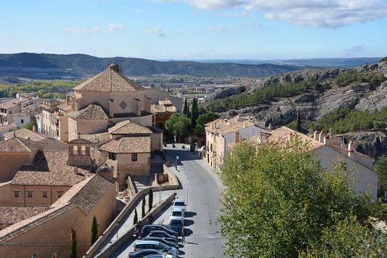 Cuenca, España: Вид на город со стены