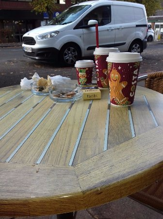 West Byfleet, UK: Table cleared - supposedly.