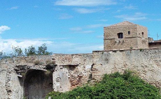 Torre Baglioni: mura medievali e torre