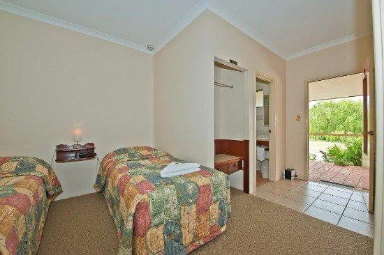 Mount Barker, Australia: Ensuite standard twin share room $103 per night inc continental breakfast