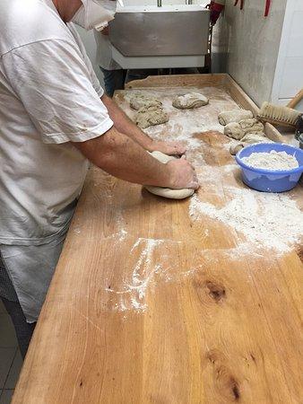 Blankensee, Alemania: Brot wird geformt