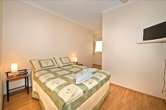 Mount Barker, Australien: Room 11 double bed, self contained $110 per night inc continental breakfast