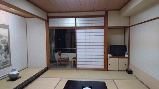Suooshima-cho, Japan: 部屋は広くてキレイでした。テレビがちっちゃかったかも