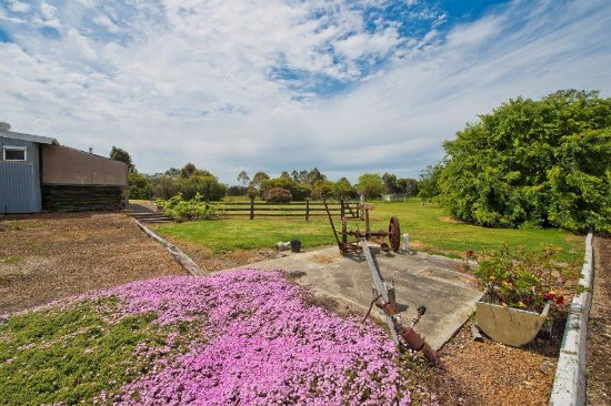 Mount Barker, Australien: Enjoy the rural setting of Rayanne at the foot of the Porongurups