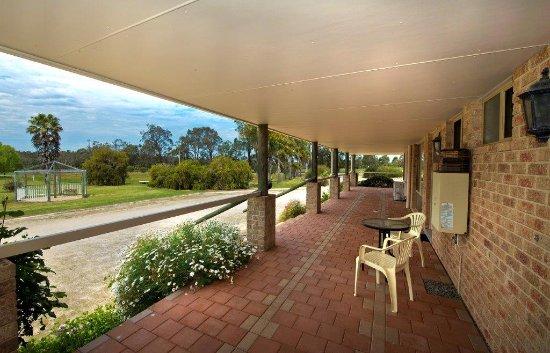 Mount Barker, Australien: Relax on the Veranda