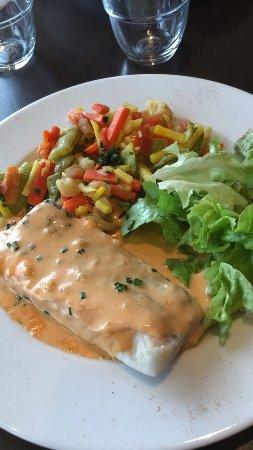 Parcay-Meslay, França: Le pavé de merlu et sa poêlée de légumes, excellent !