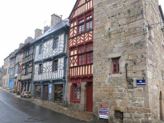 Treguier, Francia: Maison ancienne à pans de bois.