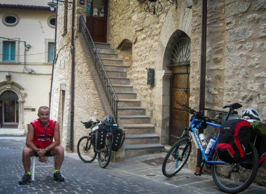 Gualdo Tadino, Italia: estreno hotel e nostro arrivo in bici