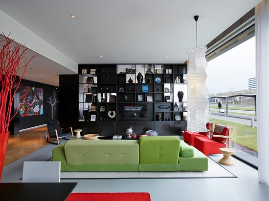 citizenM Schiphol Airport: Living room