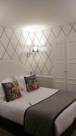 Chambre au 6ème étage - Picture of Hotel Le Royal, Paris - TripAdvisor