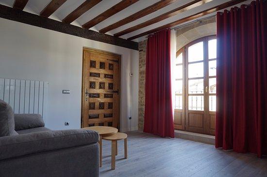 Hotel Arganzon PLAZA: Salón de la suite