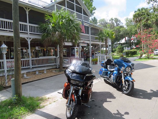 Micanopy, FL: parking right in front