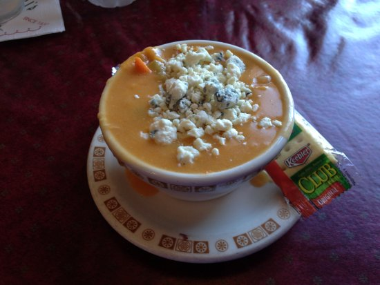West Seneca, Estado de Nueva York: Chicken wing soup with all that blue cheese - YUM!!