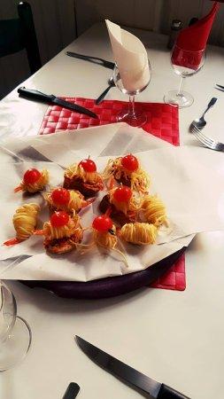 Salies-de-Bearn, Francja: Beignets de crevettes sauce piquillos