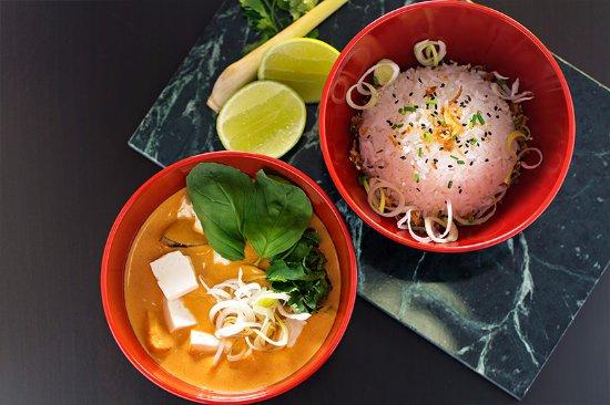 Gaeng Phet Tofu y Arroz Jazmín
