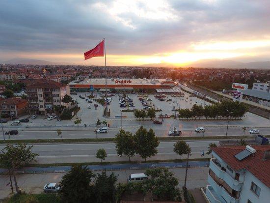 Duzce, Turquie : Özdilek Düzce AVM, hipermarketi, departman mağazası, kafe ve restoranıyla hizmet sunmaktadır.
