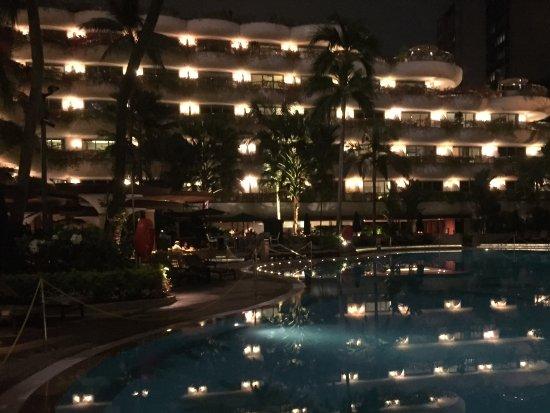 شانجريلا هوتل سنغافورة: Beautiful pool