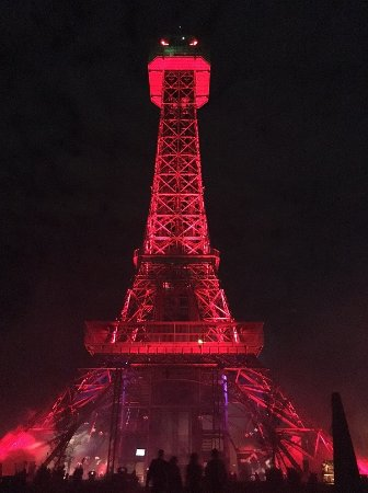 Kings Island: Eiffel tower looks scary