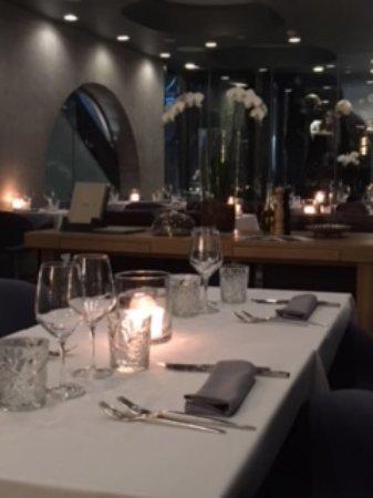 Vander Urbani Resort: Interior of restaurant.