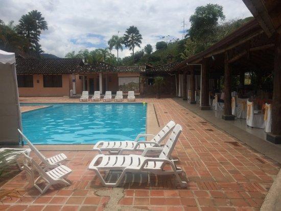 Zamora, Ecuador: Poolside dining