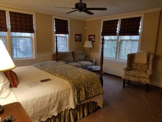 Swift House Inn: 20171109_153348_large.jpg